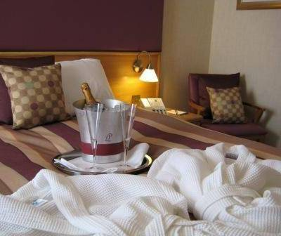AUTUMN OFFER 2 NIGHTS       Dinner & Wine,    Bed & Breakfast       £225 per couple